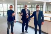 von links: v.l. Andreas Müller (Kreisvorsitzender DeHoGa), Landrat Jürgen Müller und Henrik Krömker (Inhaber Hotel Hansa) / Foto: Kreis Herford
