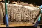 Der Obelisk wurde im Frühjahr 2019 von LWL-Archäologen ausgegraben. Er erinnert als Mahnmal an die NS-Kriegsverbrechen in Warstein und wird Thema in der Herner Sonderausstellung zur Archäologie der Moderne sein. Foto: LWL/ M. Zeiler