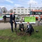 Stadtwerke Bielefeld Gruppe belohnt klimafreundliches  Verhalten mit Pflanzen von Bäumen