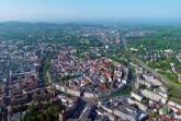 """""""Aus der Luft ist das 'Hufeisen' in der Bildmitte, die Form der Bielefelder Altstadt, zu sehen."""" Foto: Bielefeld Marketing"""