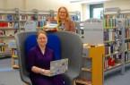 Franziska Huhnke (Moderation) und Silke Niermann (Bibliotheksleitung) laden ein zum Online-Austausch von Lese- und Hörtipps der Stadtbibliothek Gütersloh am 6. Mai, um 19 Uhr.Foto:Stadt Gütersloh