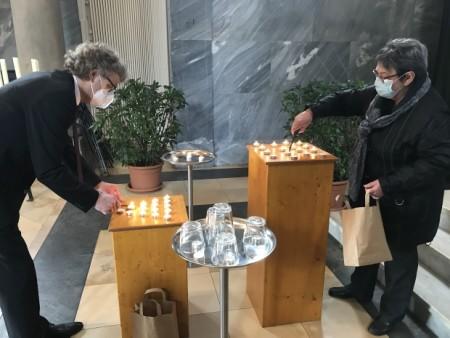 Am 18. April wurden in der Kapelle des Nordfriedhofes 41 Kerzen für die verstorbenen Mindenerinnen und Mindener angezündet. Foto: Pressestelle der Stadt Minden