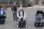 Die Vorsitzenden des Behindertenrates wurden in der ersten Sitzung komplett wiedergewählt: v. l. Annette Runte, Sozialdezernent Henning Matthes, Mesut Can und Manuel Graute.Foto:Stadt Gütersloh