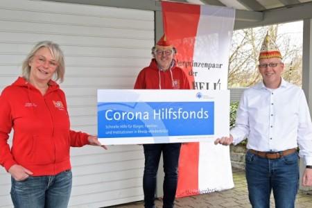 Petra Hollenbeck, Jörg Johannpaschedag und der zweite Vorsitzende Roland Fohrmann freuen sich über die Unterstützung aus dem Corona Hilfsfonds.
