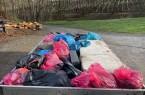 Das Ergebnis der Sammelaktion in Barkhausen. Knapp 20 Helfer haben den illegalen Müll zusammengetragen. Kurz nach der Aktion fanden sich aber schon wieder wilde Müllhalden im Ortsteil.Foto:Kreis Lippe