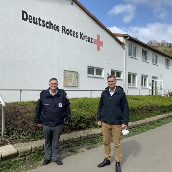 Kreisrotkreuzleiter Sven Kampeter (links) und Vlothos Bürgermeister Rocco Wilken (rechts)