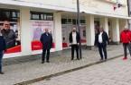 Arbeiten gemeinsam an der Steigerung der Aufenthaltsqualität in der Brakeler Innenstadt: (von links) Alexander Kleinschmidt (Wirtschaftsförderung Stadt Brakel), Bürgermeister Hermann Temme, Cihan Gündogan (Eigentümer), Uwe Oeynhausen (Ausschussvorsitzender) und Markus Härmens (MGrafix)