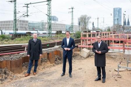 Heiko Sedlaczek, Geschäftsführer Nahverkehr Rheinland (NVR), Hendrik Wüst, Verkehrsminister Nordrhein-Westfalen, Ronald Pofalla, Infrastrukturvorstand der Deutschen Bahn (v.l.n.r.)