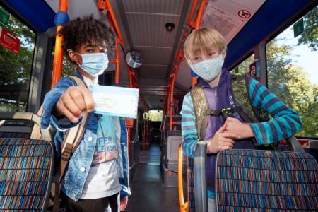 In Bielefeld haben aktuell 10.500 Schülerinnen und Schüler das Ticket. Foto: Thorsten Ulonska