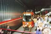 Den Start der Stadtbahn feierten 150.000 Menschen auf dem Rathausplatz und in den damals fünf unterirdischen Haltestellen am 28. April 1991. Foto: Archiv moBiel