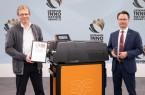 Sune Mellgren, Business Unit Leiter Workplace Solutions und Ditmar Schreiber (li.), Strategischer Produktmanager, freuten sich über die Auszeichnung. Foto:Weidmüller
