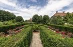 """Die Freiraumskulptur """"Labyrinth- und Lustgarten Nr. 10"""" des belgischen Künstlers Jan Vercruysse, 2006. Foto: LWL"""