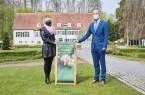 Dr. Barbara Rüschoff-Parzinger (LWL-Kulturdezernentin) und Marko Steiner (Bürgermeister von Preußisch-Oldendorf). Foto: LWL/Bömer