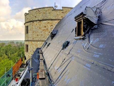 Dachsanierungsarbeiten am Westflügel der Wewelsburg (©Kreismuseum Wewelsburg)