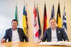 Bürgermeister Frank Hilker und Jan Diekjobst .Foto: Stadt Detmold