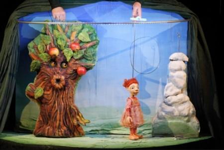 Wetterhexe Potzblitz beim virtuellen Echtzeit-Kindertheater der Weberei