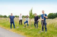 Freuen sich auf ein spannendes Projekt: (v. l.) Thomas Mahlmann (zdi), Dominik Schmidt (Lippe Bildung eG), Thekla Reis (Innovation Land Lab), Nadine Tober (zdi) und Arndt Griemert (Schloss & Gut Wendlinghausen)