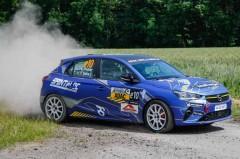 05_RStB_Laurent-Pellier_Thierry-Salva-auf-ihrer-Siegesfahrt-bei-der-Weltpremiere-des-ADAC-Opel-e-Rally-Cup_pheermann-2690