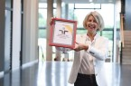 Prof. Dr. Ulrike Settnik, Projektleiterin des audits fgh an der FH Bielefeld, betont das Engagement aller Hochschulangehörigen, die aktiv an Entwicklung und erfolgreicher Umsetzung familienfreundlicher Maßnahmen mitwirken.  Foto: Susi Freitag / FH Bielefeld