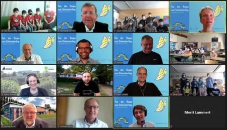 Alle Teilnehmenden, die Jury und Schirmherren versammelten sich zur digitalen Preisverleihung, um den Gewinner von Paderbotics 2021 zu küren.