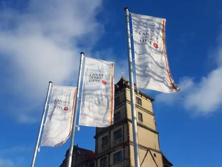 Fahnen_SchlossBrake_(c)-LVL-Henkel
