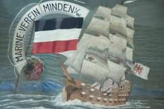 Fragment der Fahne des Marine-Vereins Minden, Vorderseite. Stickerei auf Seide, 1910. Foto: LWL/Bekemeier