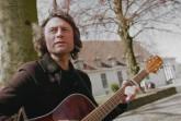 Matthias Nagel spielt auf dem Berliner Platz.