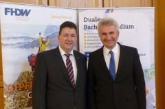 NRW-Wirtschaftsminister Prof. Dr. Andreas Pinkwart mit Dr.-Ing. Alexander Brändle, FHDW-Vize-Präsident für Digitalisierung. Foto: Klaus Pehle/FHDW
