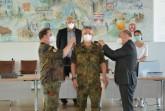 Neue Schulterklappen: Major Sven Büsing wurde zum Oberstleutnant der Reserve ernannt.Foto:Kreis Paderborn.