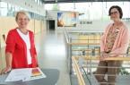 Ingrid Weitzel (Bildungsbüro Kreis Gütersloh) und Sandra Jürgenhake (Leite-rin der Abteilung Bildung des Kreises Gütersloh) haben gemeinsam mit ih-rem Team und in Abstimmung mit den kreiseigenen Schulen sowie den kommunalen Bildungsträgern das außerschulische Bildungs- und Freizeitprogramm zusammengestellt. Foto: Kreis Gütersloh