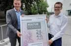 Bürgermeister Andreas Sunder (links) und Organisator Johannes Wiethoff freuen sich auf einen bunten Kultursommer in Rietberg. Foto: Stadt Rietberg