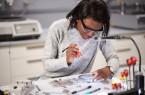 Die Fakultät für Maschinenbau geht neue Wege, um Schülerinnen und Schüler von der Welt des Maschinenbaus zu begeistern.Foto: Universität Paderborn, Matthias Groppe
