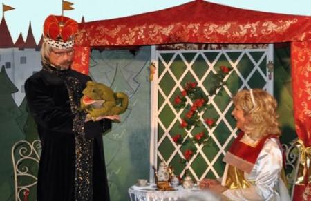 """Das Kindertheater Rumbalabumba bringt beim Märchentag am 18. Juli den """"Froschkönig"""" auf die Bühne der Volksbank-Arena. Zwei Vorstellungen sind geplant, um 14.30 und um 16 Uhr."""