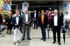 Begrüßten die Teilnehmer zum Stadtrundgang (vorne von links): Tim Kähler, Bürgermeister der Stadt Herford, Harald Grefe, stellvertretender IHK-Hauptgeschäftsführer, Rainer Döring, Geschäftsführer von expert Döring Herford, sowie Jürgen Müller, Landrat des Kreises Herford. Foto: IHK