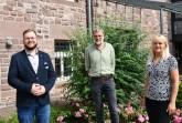 Neuer Vorstand des Netzwerks Pflege: Ulrike Roxlau und Andreas Fuhrmann mit Benny Baron vom Kreis Höxter (l., Geschäftsführer des Netzwerkes Pflege). Foto: Kreis Höxter