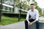 Prof. Bernhard Wach lehrt am Fachbereich Wirtschaft auf dem Lehrgebiet Allgemeine Betriebswirtschaftslehre mit den Schwerpunkten HR und Entrepreneurship. (Foto: Matthias Aletsee/ FH Bielefeld)