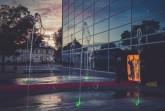 """Spontaner Dialog ganz ohne Worte: Die Tänzerin Hsuan Cheng Floth und der Dialogmaler Tom Schulte schufen bei der Reihe """"Kunst am Roten Teppich"""" des städtischen Fachbereichs Kultur ein multimediales Kunstwerk interaktiver Prägung. Foto: ©Matheus Fernandes.Foto:Stadt Gütersloh"""