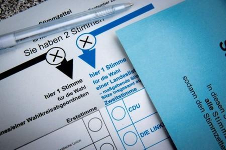 Stimmzettel für die Bundestagswahl: Die Gewerkschaft NGG ruft Beschäftigte aus dem Lebensmittel- und Gastgewerbe dazu auf, wählen zu gehen – und sich über die Wahlprogramme der Parteien in puncto Arbeitsmarkt- und Sozialpolitik zu informieren. Foto: NGG