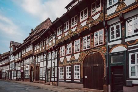 Die Tiedexer Straße ist die längste zusammenhängende Fachwerkzeile Einbecks.Foto: Einbeck Tourismus
