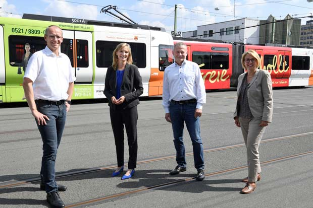 Martin Uekmann (v.l.), Sabine Kubitza, Kai Schwartz und Cornelia Christian wollen mit dem neuen Mieter-Abo mehr Menschen vom ÖPNV überzeugen. Foto: © Susanne Freitag