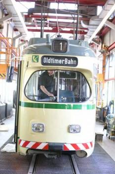 Seit 21. August 2011 ist die historische Straßenbahn wieder auf Bielefelds Gleisen unterwegs. Foto: Oliver Krato/Neue Westfälische