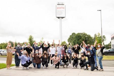 Die neuen Auszubildenden starteten mit einer erfolgreich absolvierten Azubi-Woche in ihr Berufsleben bei porta. Foto: ©porta Unternehmensgruppe