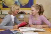 """Lernen zu Hause Der Studienkreis – ein Unternehmen des Münchner AURELIUS Konzerns – gehört zu den führenden privaten Bildungsanbietern in Deutschland. Das Unternehmen bietet qualifizierte Nachhilfe und schulbegleitenden Förderunterricht für Schüler aller Klassen und Schularten in allen gängigen Fächern. Die individuelle Förderung folgt einem wissenschaftlich belegten Lernkonzept. Es stärkt das Verantwortungsbewusstsein der Schüler gegenüber ihren Lernerfolgen, verbessert das Vertrauen in ihre Fähigkeiten und hilft ihnen, ihr Potenzial zu entwickeln und zu entfalten. In seiner """"Kinderlernwelt"""" bietet der Studienkreis eine ganzheitliche Förderung für Grundschulkinder an. Mit seinen rund 1.000 Standorten gewährleistet der Studienkreis seinen Kunden ein Angebot in Wohnortnähe und bundesweit professionelle Online-Nachhilfe durch ausgebildete e-Tutoren. Um Eltern Orientierung auf dem Nachhilfemarkt zu geben, lässt der Studienkreis die Qualität seiner Leistungen vom TÜV Rheinland überprüfen. Weitere Informationen zur Arbeit und zum Konzept des Studienkreises gibt es unter www.studienkreis.de oder gebührenfrei unter der Rufnummer 0800/111 12 12. Über www.facebook.com/studienkreis können Interessierte direkt mit dem Studienkreis in Kontakt treten."""