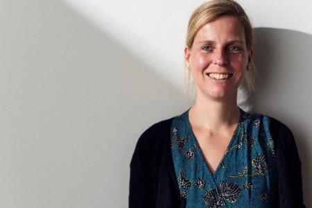 """Prof. Dr. Juliane Gerland kam 2018 als Professorin für das Lehrgebiet """"Musik in kindheitspädagogischen und sozialen Handlungsfeldern"""" an die FH Bielefeld. Foto: ©Patrick Pollmeier/FH Bielefeld"""