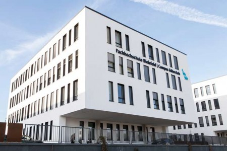 """Auch im Gebäude """"Gleis 13"""" in Gütersloh werden in den nächsten Wochen und Monaten wieder mehr Studierende vor Ort sein. (Foto: Corinna Mehl/ FH Bielefeld)."""