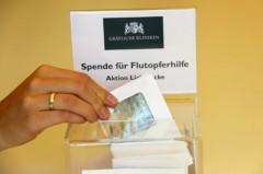 Insgesamt 2.800 Euro konnten die Mitarbeiter der Gräflichen Kliniken Bad Driburg an die Aktion Lichtblicke für Flutopfer spenden. Foto: Unternehmensgruppe Graf von Oeynhausen-Sierstorpff GmbH & Co. KG Holding
