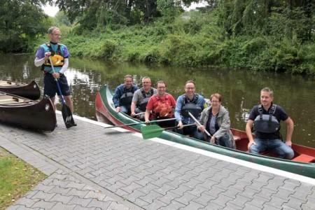 Gemeinsam machten sich die Kanuten mit Bürgermeister Theo Mettenborg und Vertretern der Stadtverwaltung auf eine Paddeltour um Probleme, die die Kanuten bei ihren Trainingseinheiten haben, vor Ort anschaulich zu erläutern.