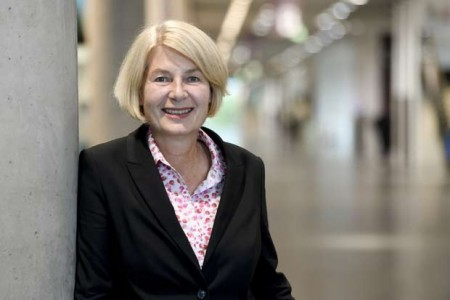 Die Präsidentin der FH Bielefeld, Prof. Dr. Ingeborg Schramm-Wölk, begrüßte die Erstsemester in einer Videokonferenz. (Foto: Susanne Freitag / FH Bielefeld).