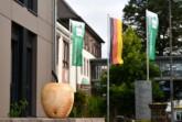 """Der Verein Natur und Technik verleiht den Luise Holzapfel-Preis an Kinder und Jugendliche im Rahmen des MINT.Wettbewerbs """"Rund um den (Holz) Apfel. Foto: Kreis Höxter"""