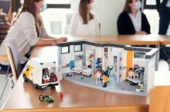 """In dem interdisziplinären Lehr- und Lernprojekt """"Hospital Management"""" der FH Bielefeld haben Studierende des Fachbereichs Gesundheit und des Fachbereichs Wirtschaft gemeinsam ein virtuelles Krankenhaus gemanagt. (Foto: Patrick Pollmeier / FH Bielefeld)"""